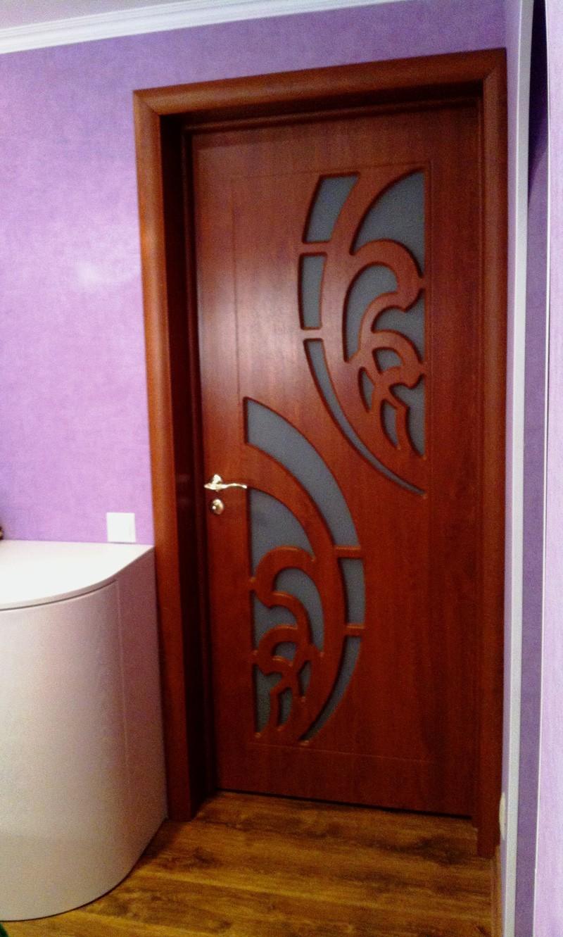 Дверь из вишни со стеклом
