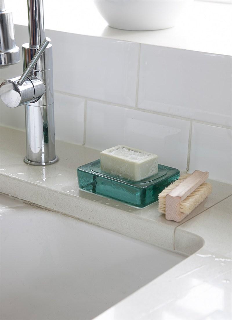 Стеклянная мыльница для ванной