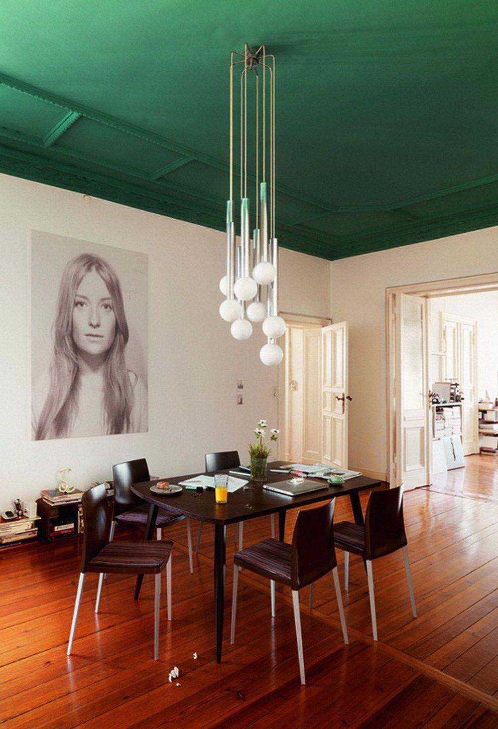 Зеленый потолок в столовой