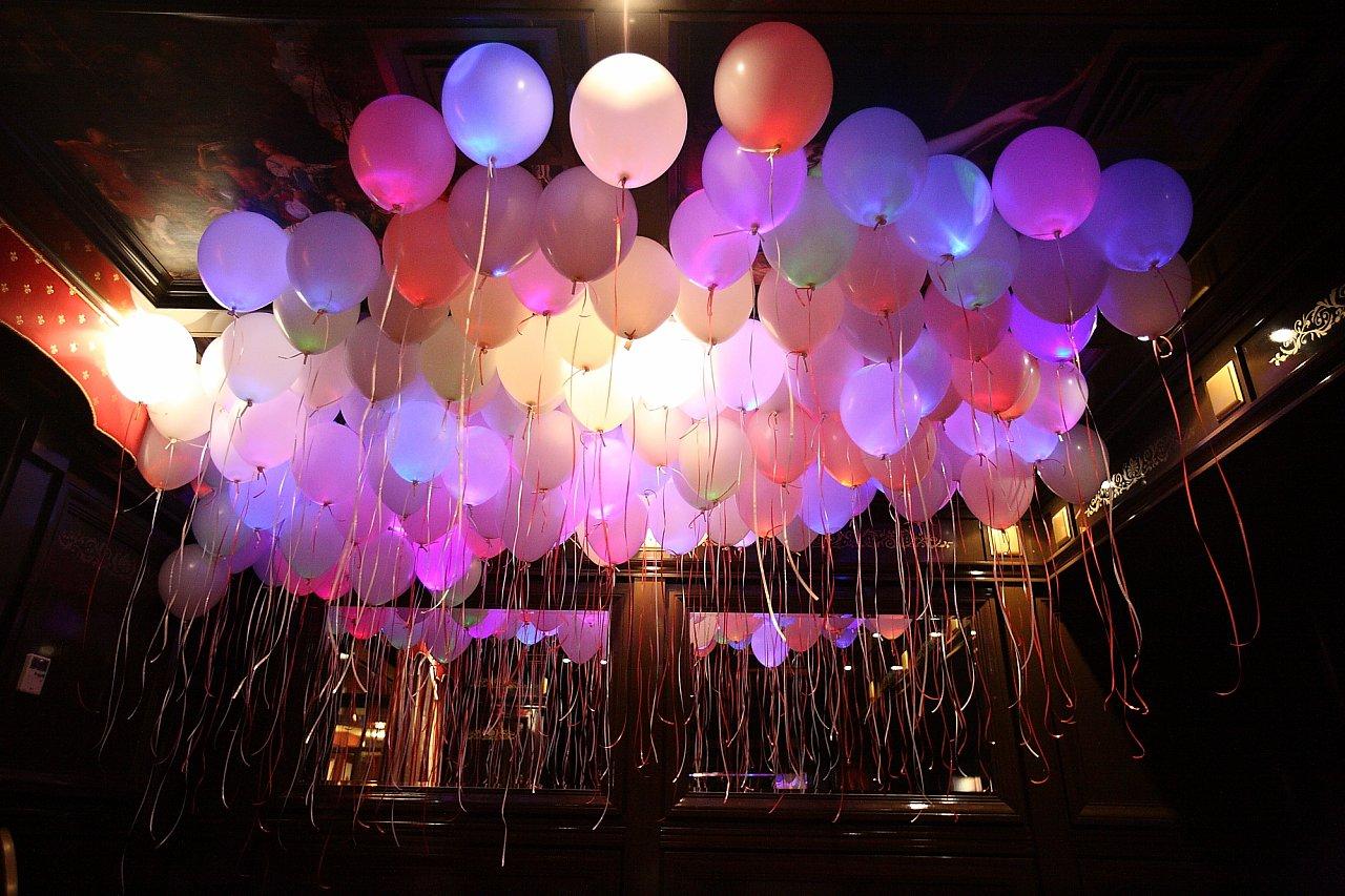 Оформление светящимися воздушными шарами