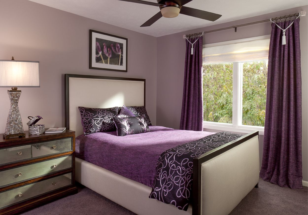 Текстиль сиреневого цвета в спальне