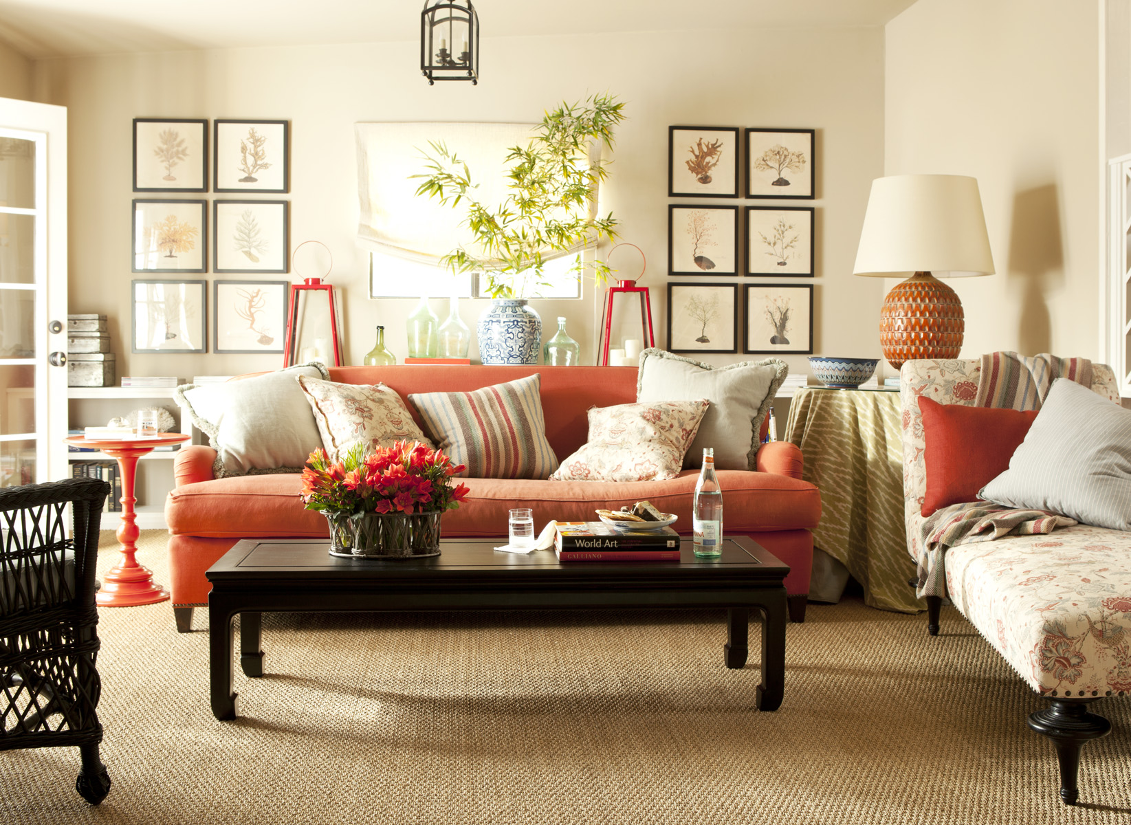 Оранжевый тканевый диван