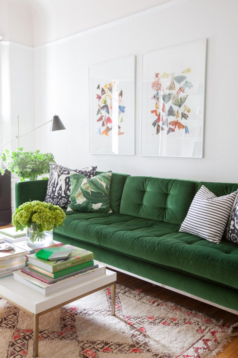 Трехместный велюровый диван