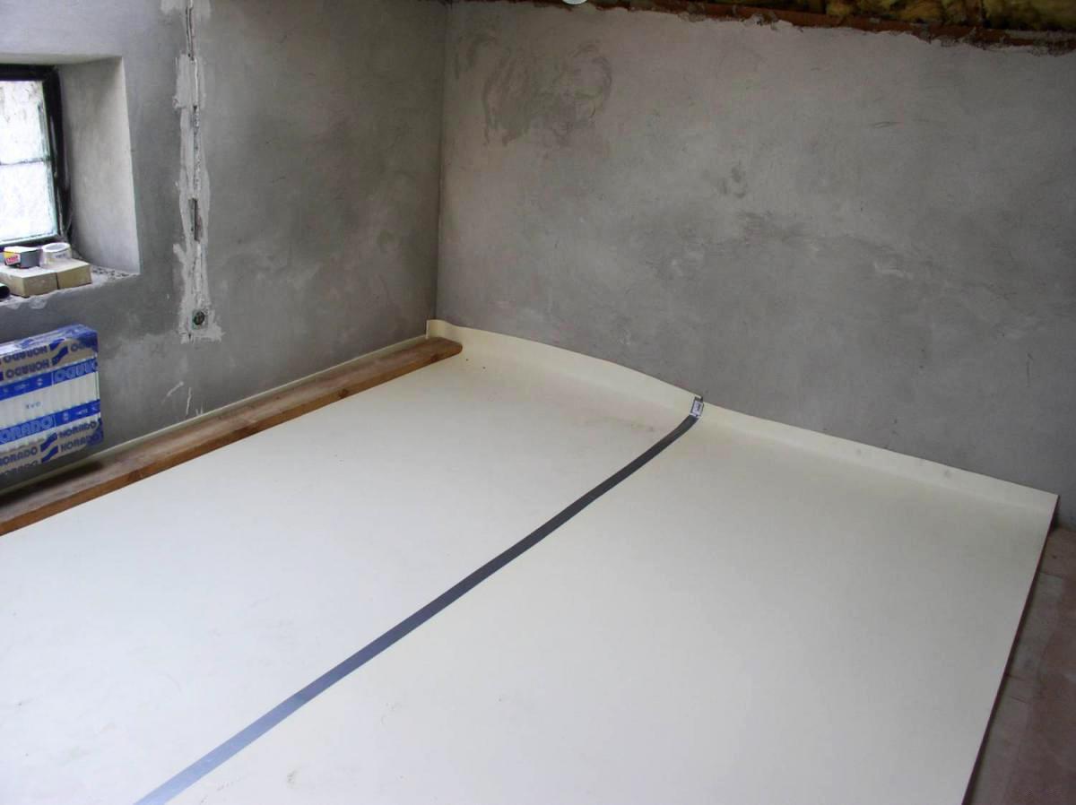 Укладка гидроизоляции в ванной комнате