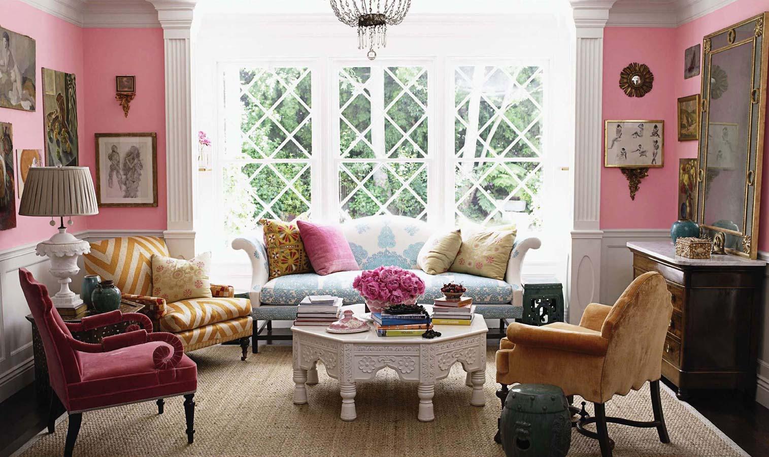 Французский диван с узором