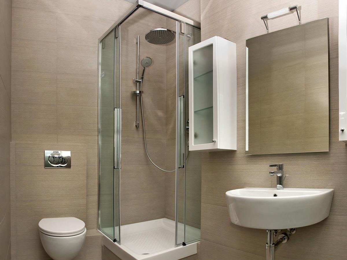 Угловая душевая в ванной комнате