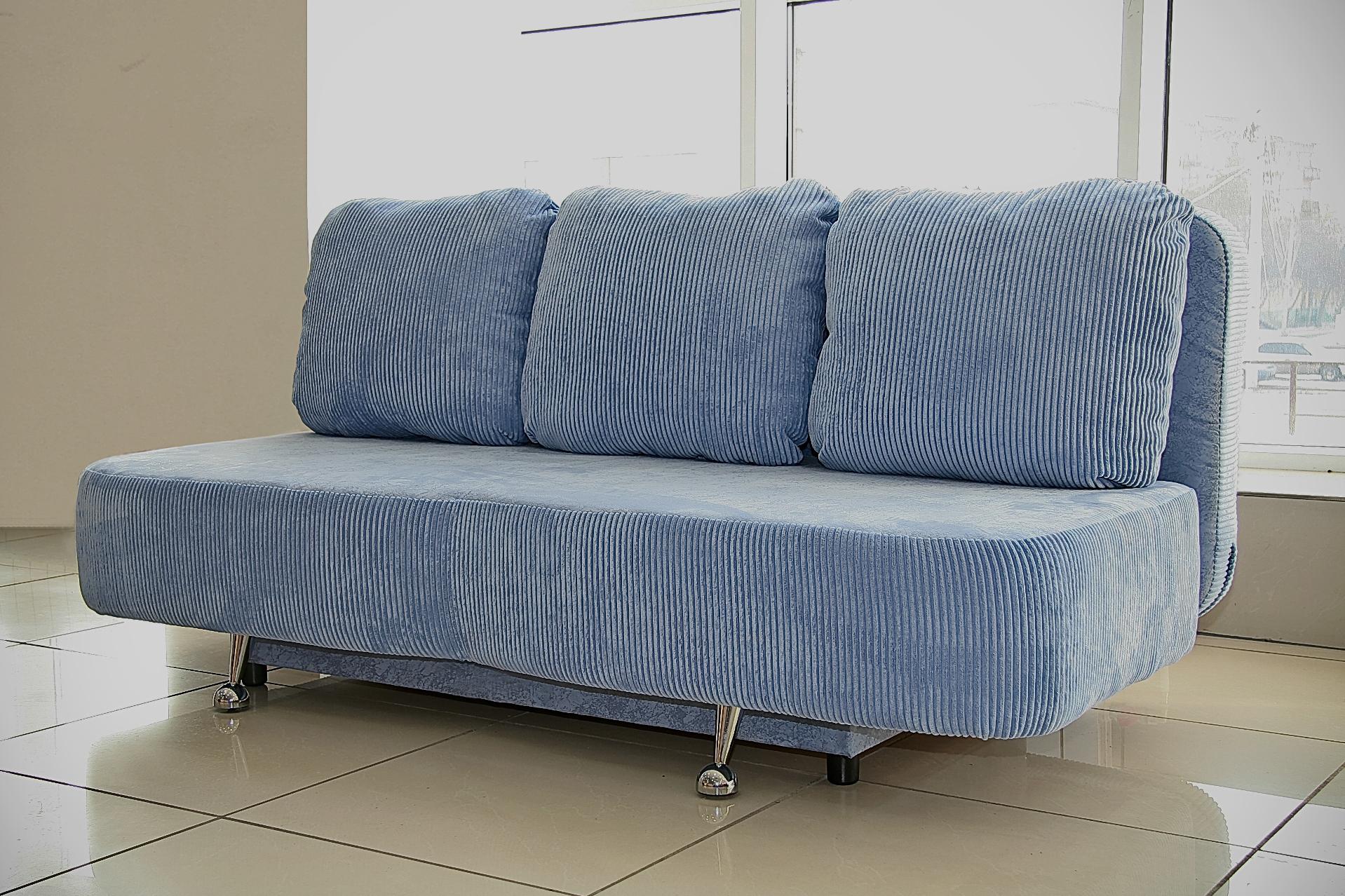 Вельветовый диван без подлокотников