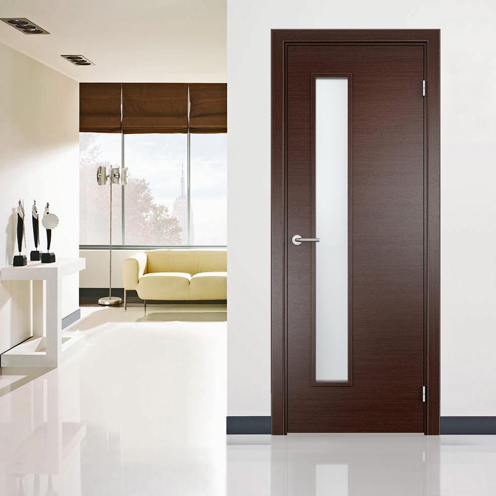Дверь венге с вертикальной вставкой