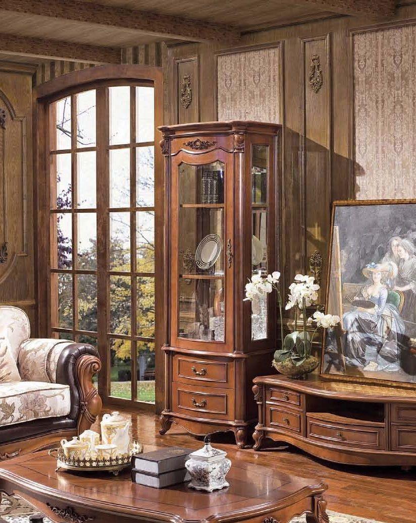 Шкаф-витрина в викторианском стиле