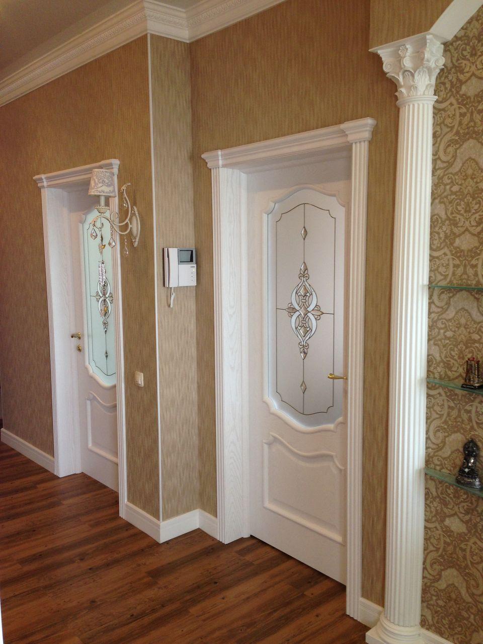 Дверь ясень с витражом