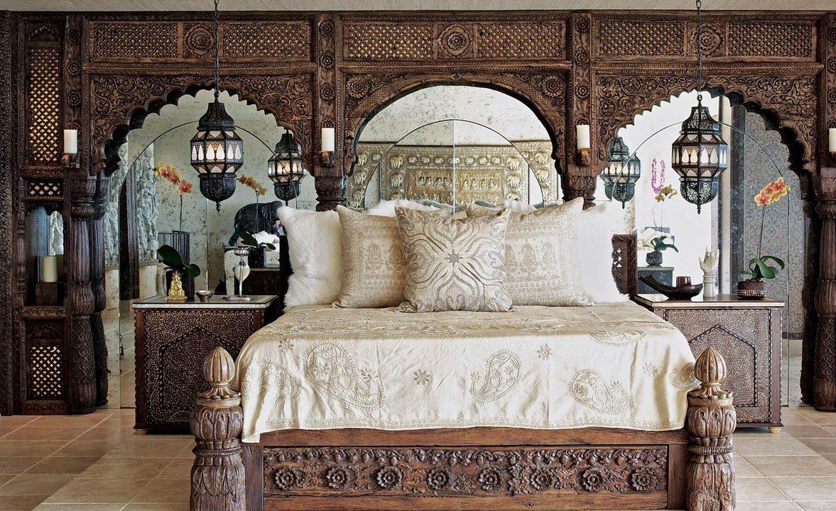 Резная кровать в восточном стиле