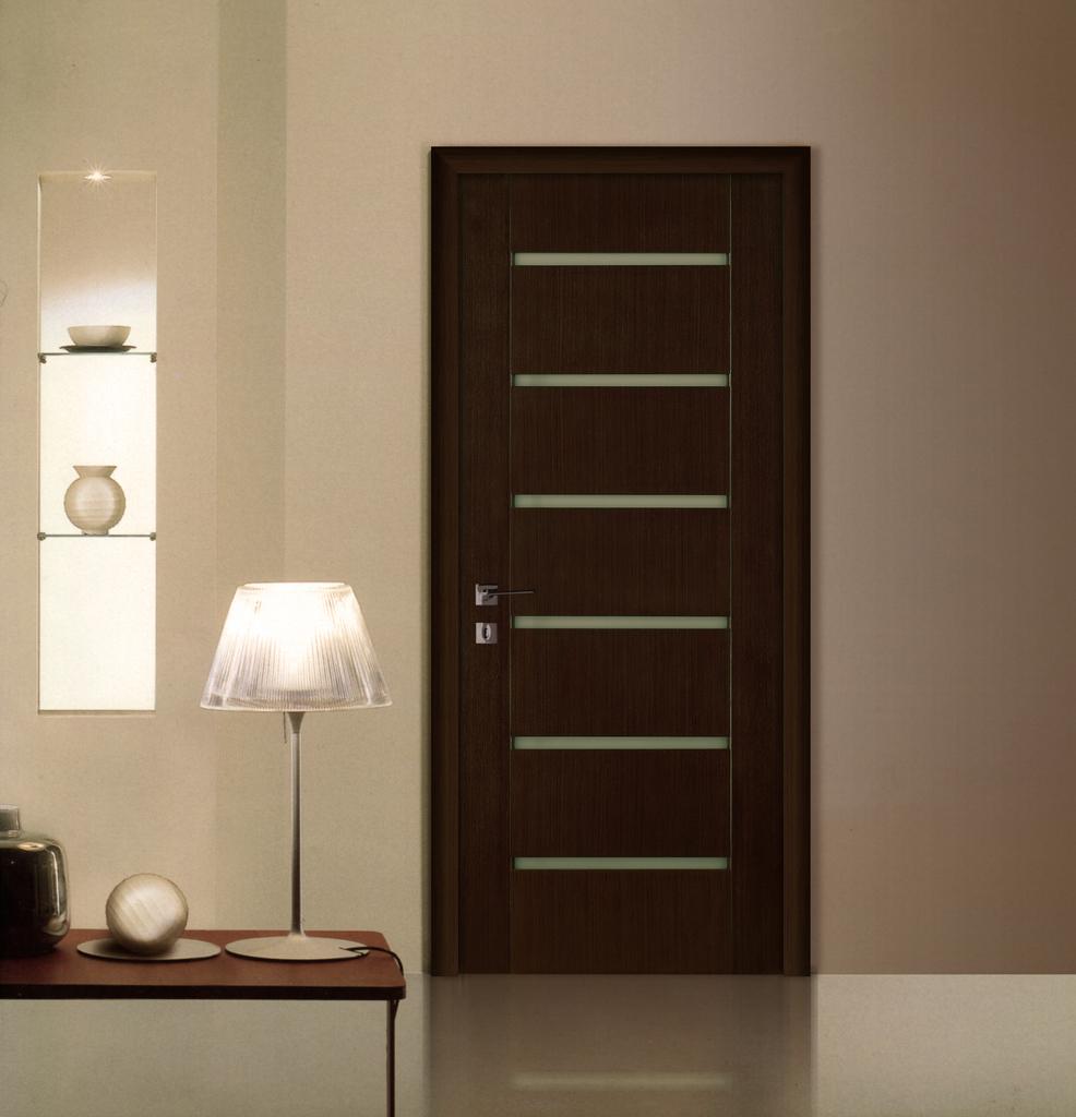 Дверь венге с декоративными вставками