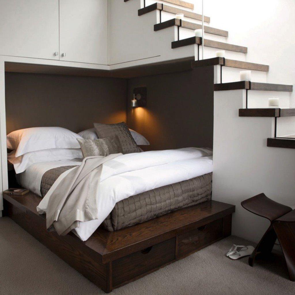 Встроенная кровать в углу