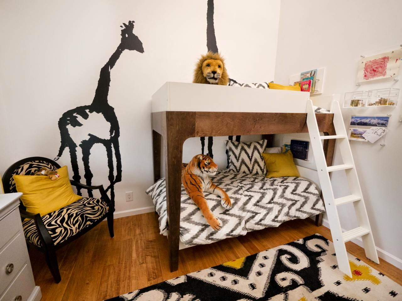 Двухъярусная детская кровать