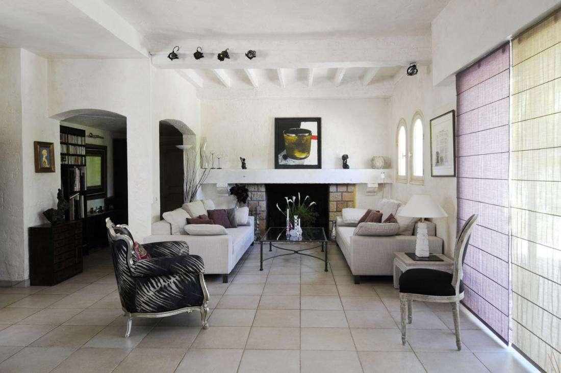 Французский диван в загородном доме