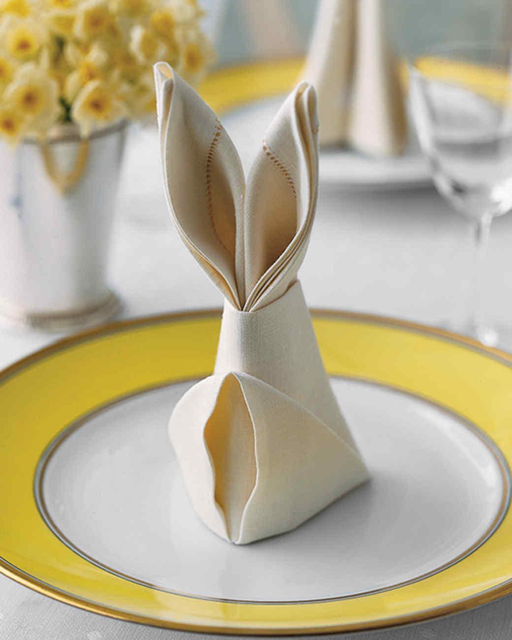Заяц из салфетки