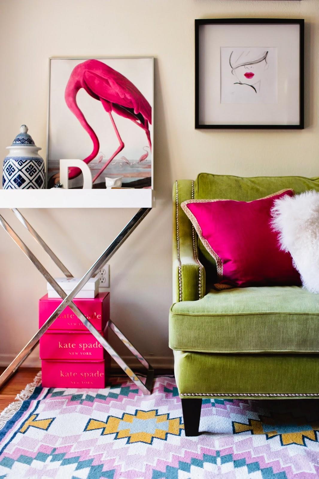 Зеленый велюровый диван
