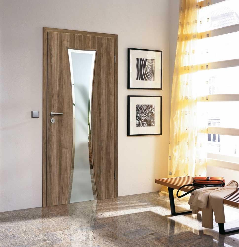 """Дверь цвета """"орех"""" с зеркалом"""