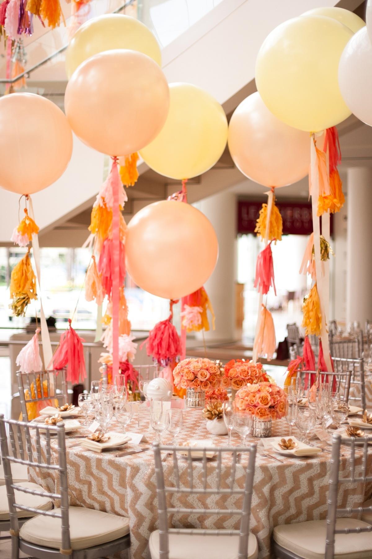 Свадебный декор желтыми воздушными шарами