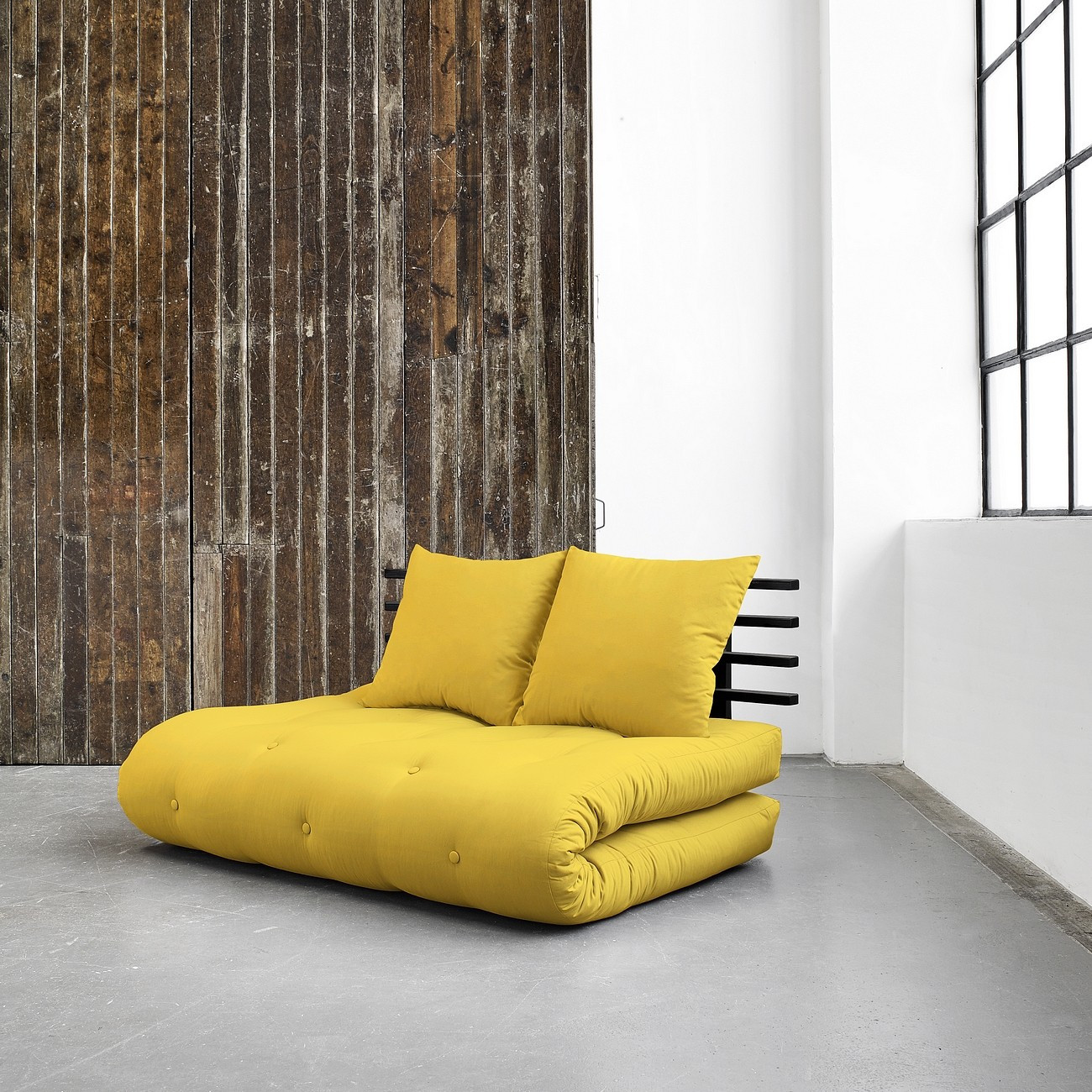 Желтый бескаркасный диван