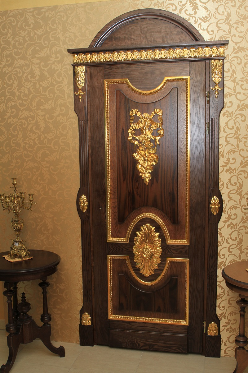 Дверь из дуба с золочением