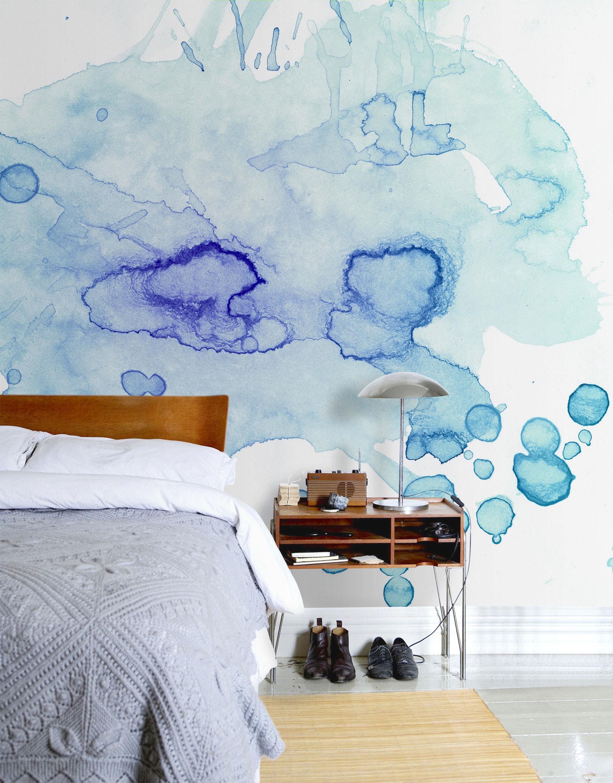 Голубые обои с абстрактным принтом