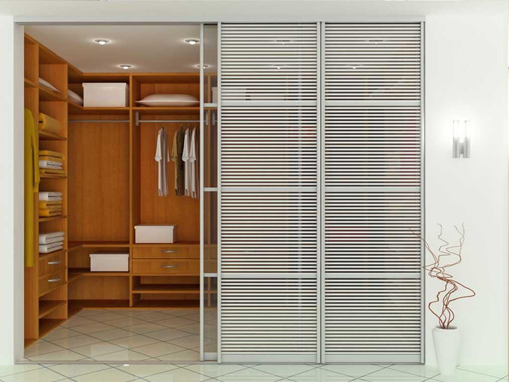 Дверь с алюминиевым профилем в гардеробную