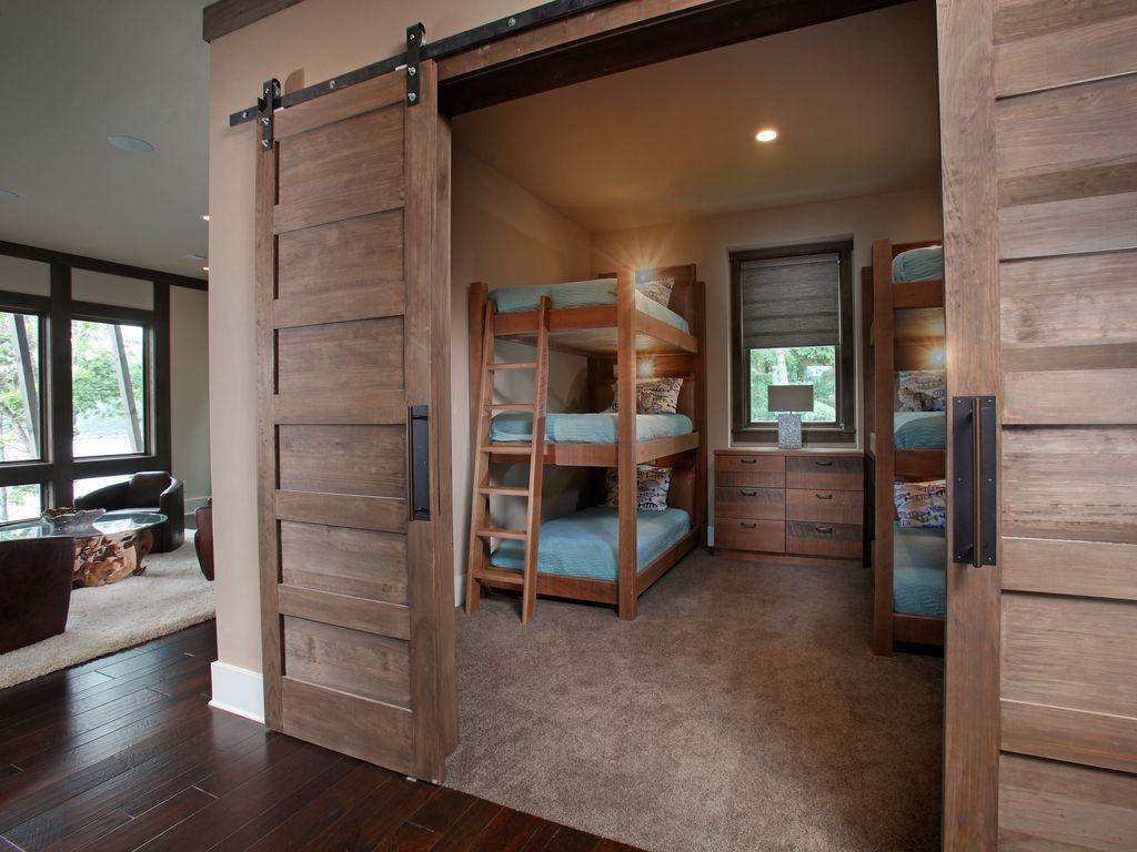 Амбарная дверь в спальню