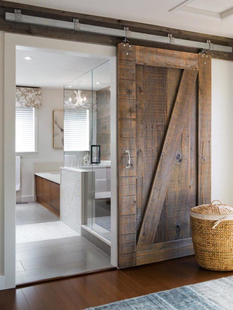 Амбарная дверь в ванную