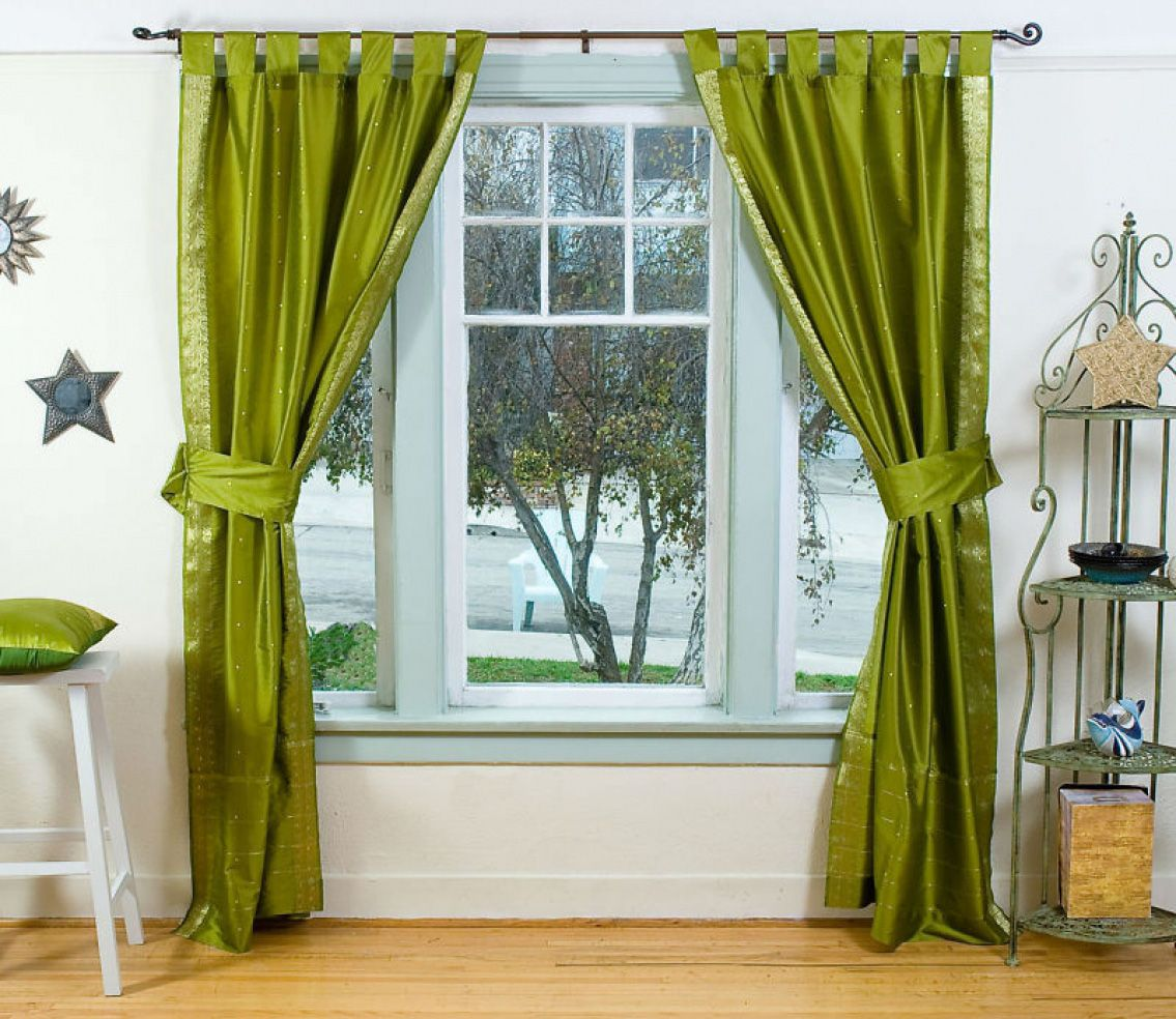 Зеленые атласные шторы