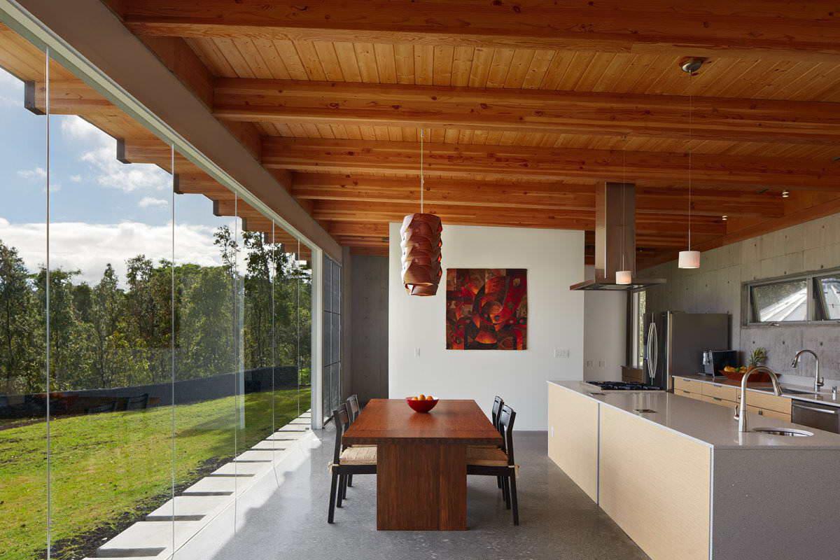 Потолок с балками на веранде