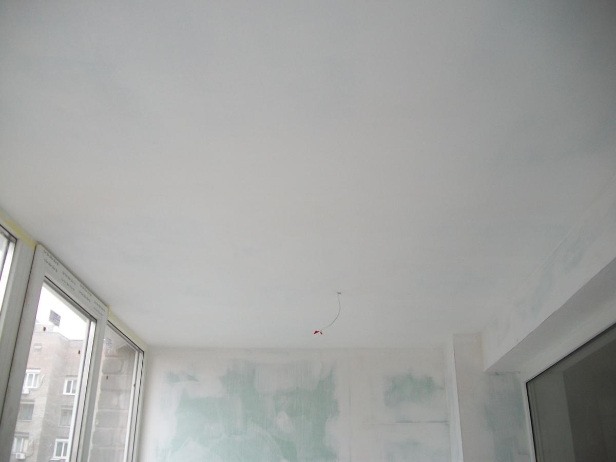 Выравнивание потолка на балконе