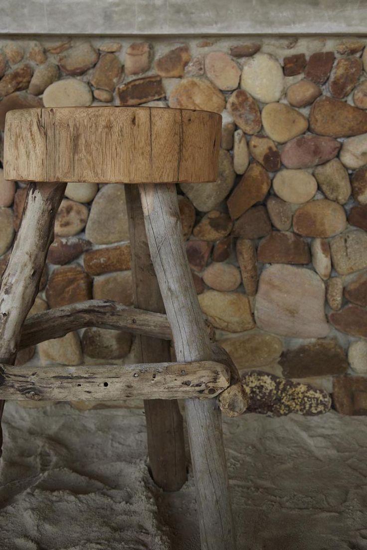 Барный стул из коряг