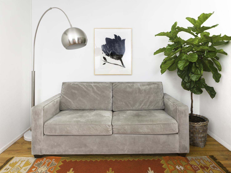Перетяжка дивана бархатом
