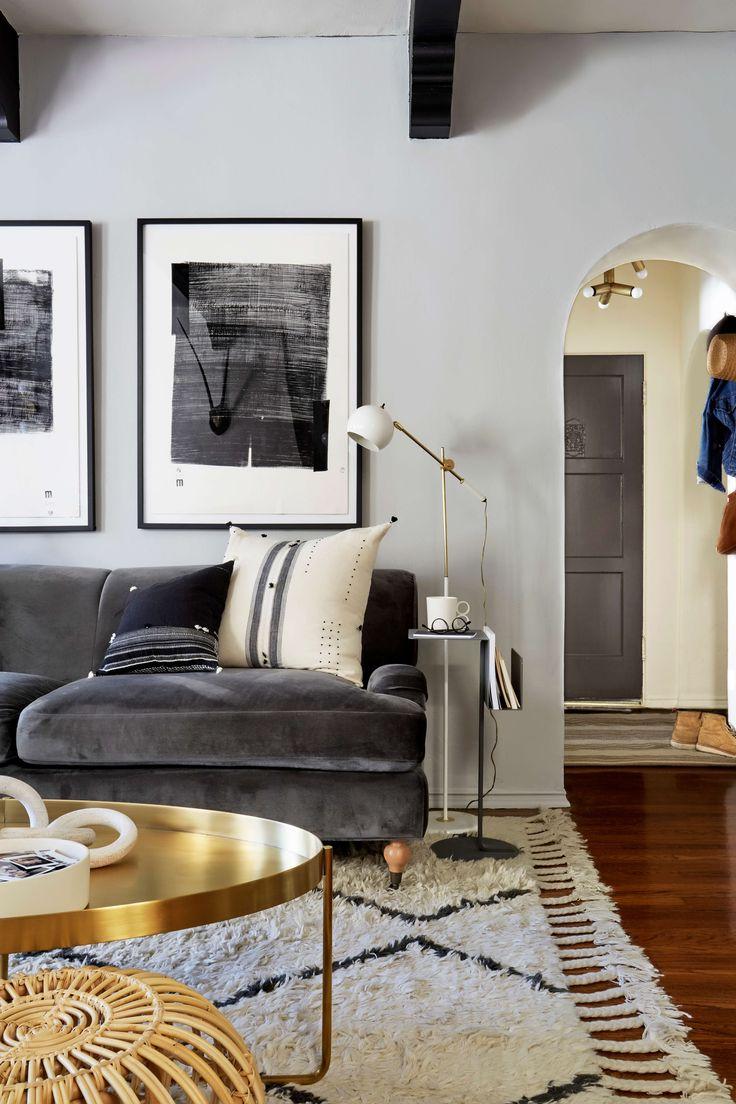 Серый бархатный диван