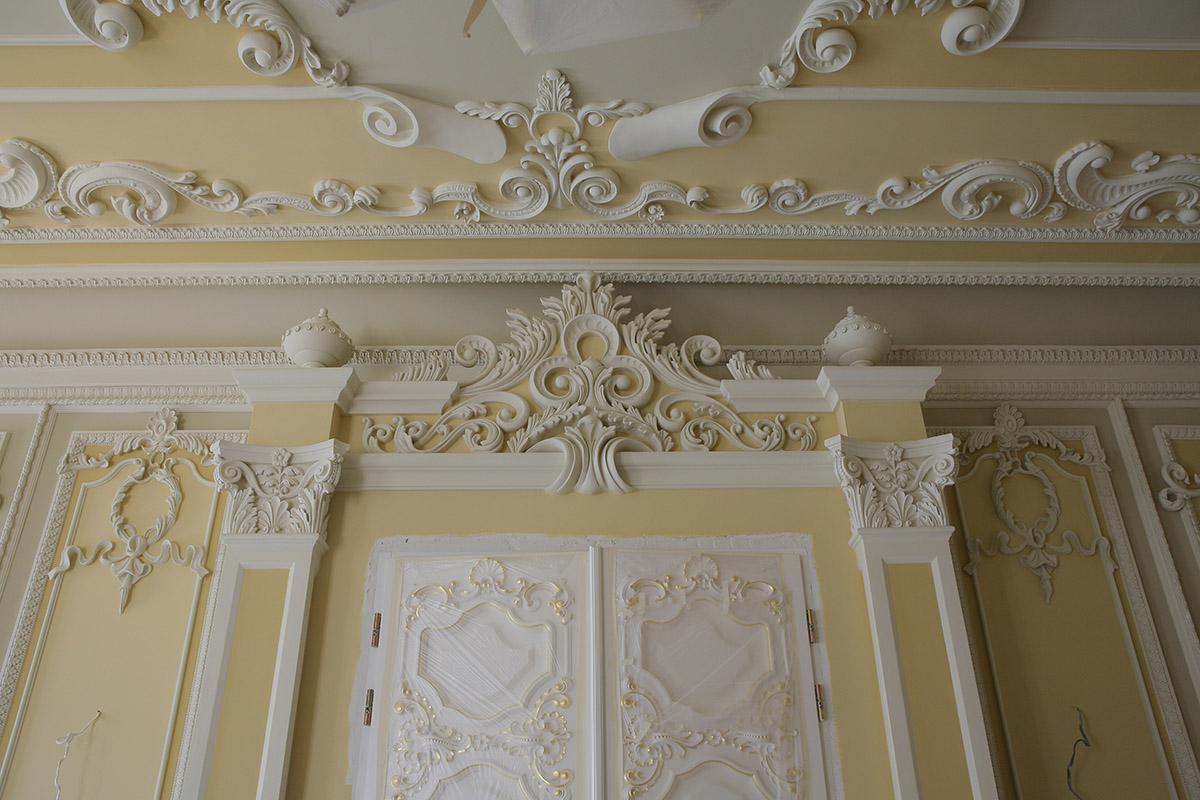 Гипсовый потолок в стиле барокко