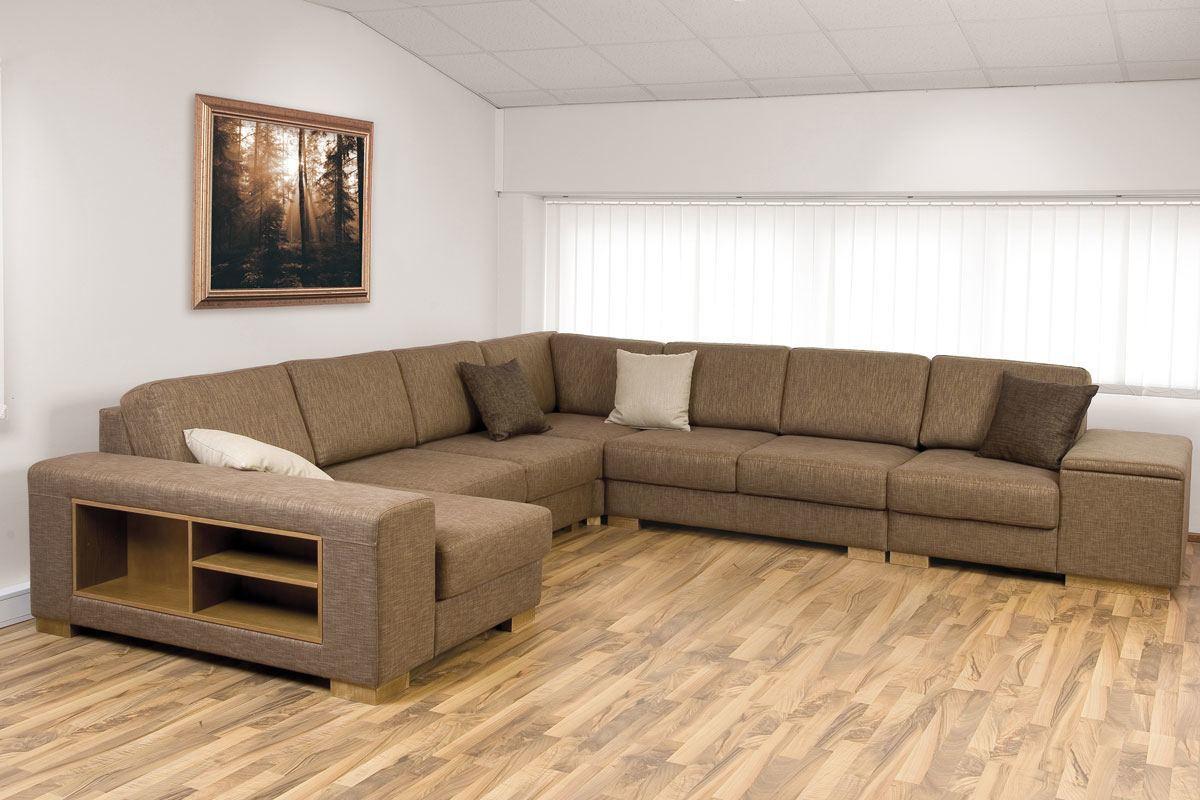Бежевый диван с полками