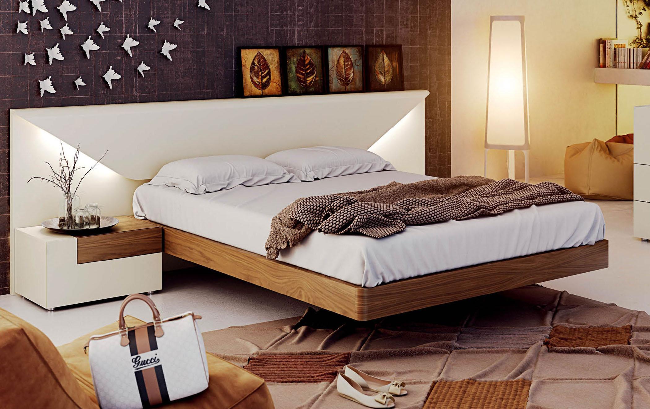 Белая кровать под орех