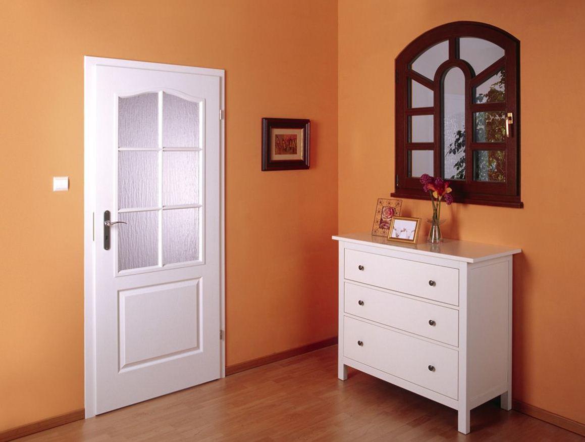 Белая межкомнатная дверь МДФ