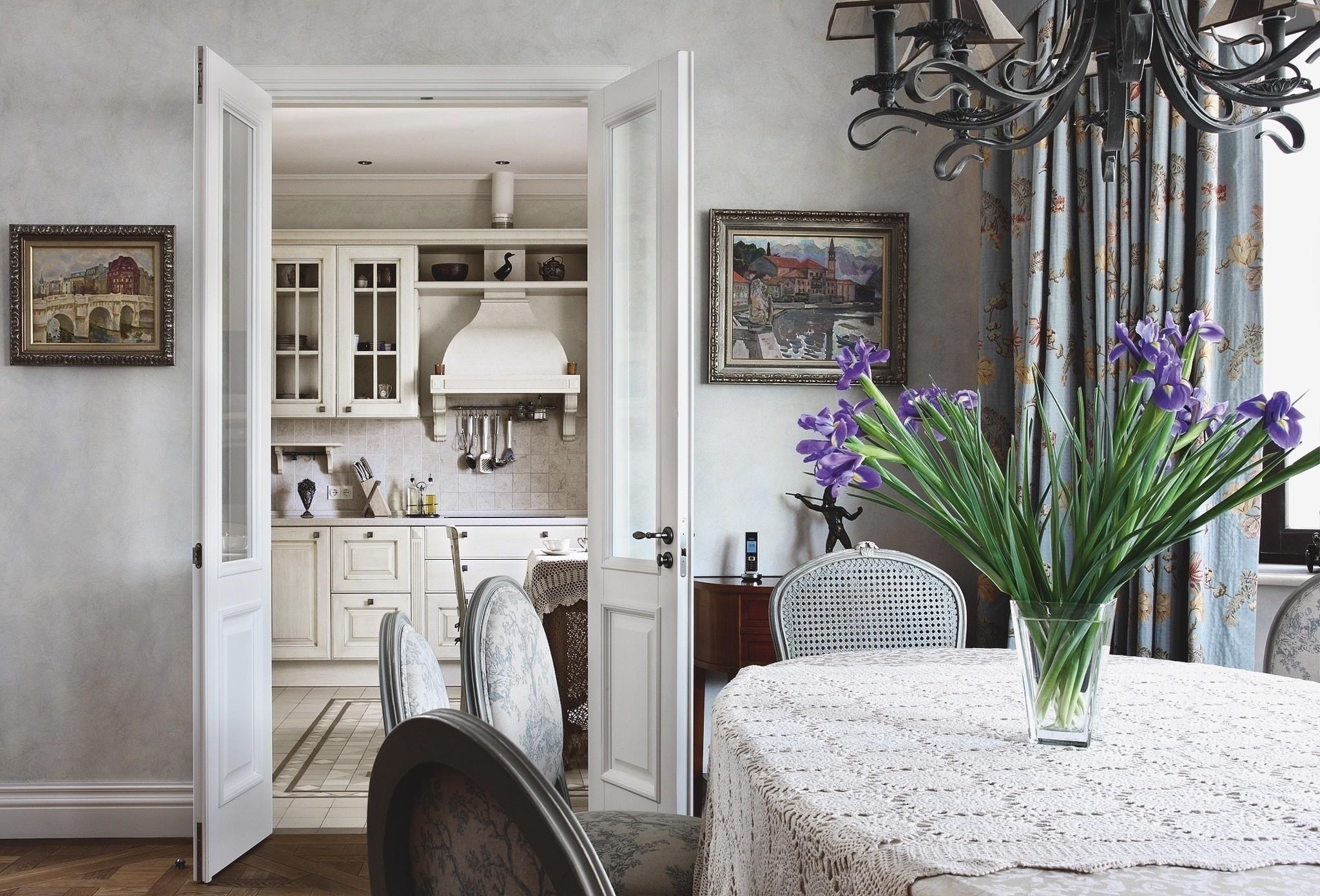 Белая кухонная дверь