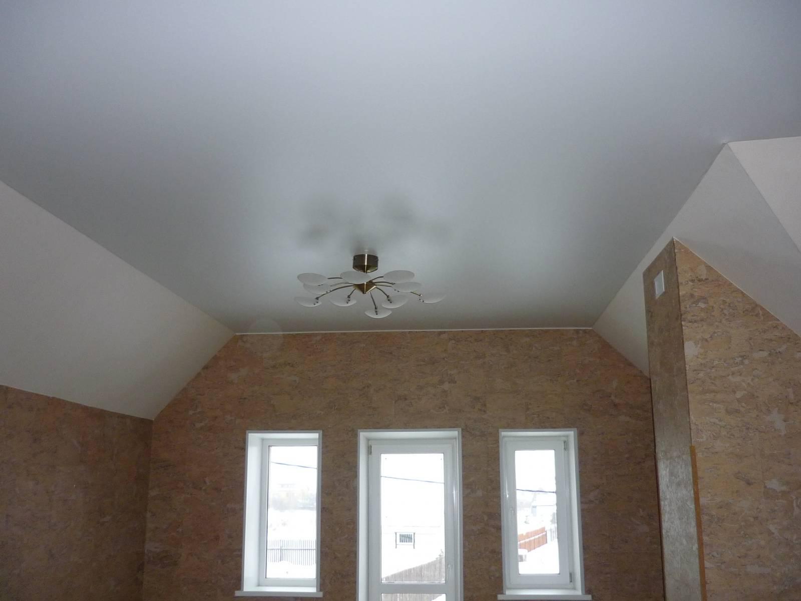 Беленый матовый потолок
