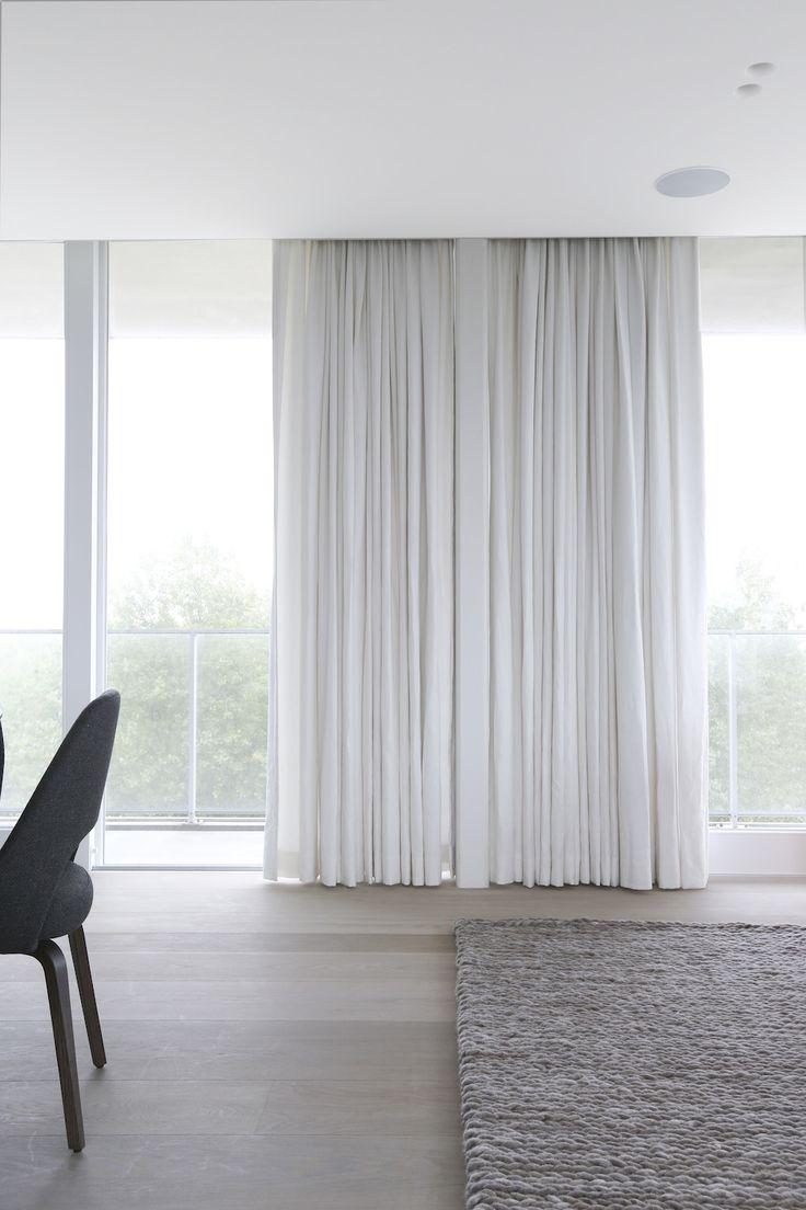 Потолочные белые шторы