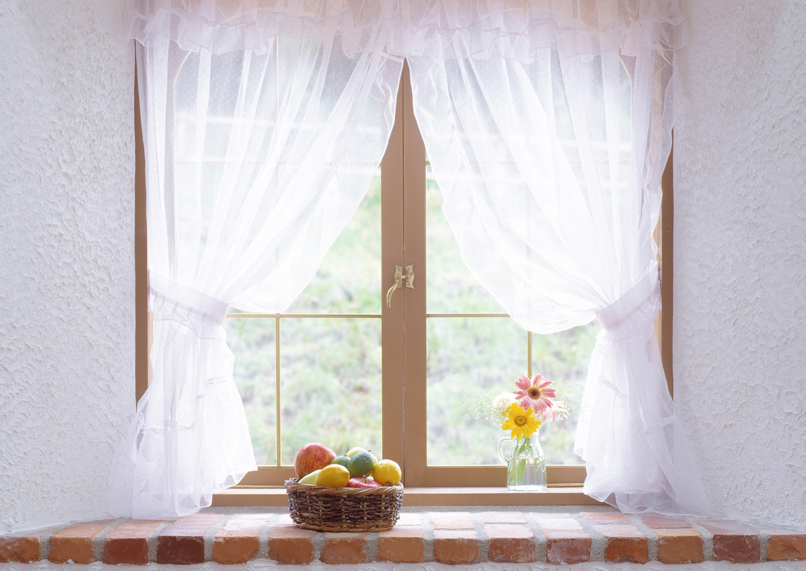 Белые короткие шторы