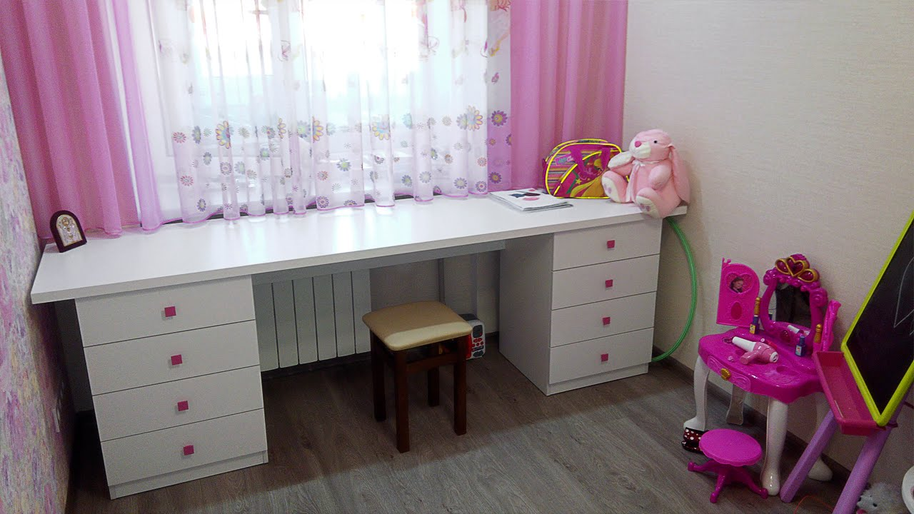 Белый стол для ребенка