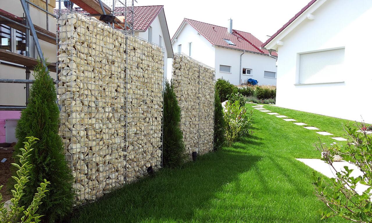 Белый забор из габионов