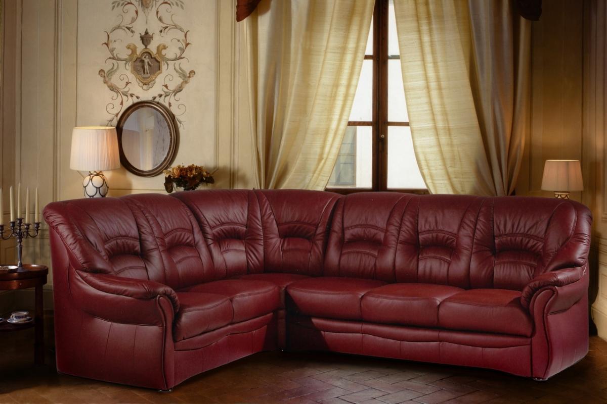 Перетяжка бордового дивана