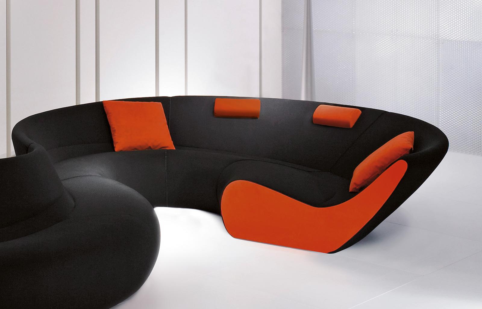 Черный круглый диван