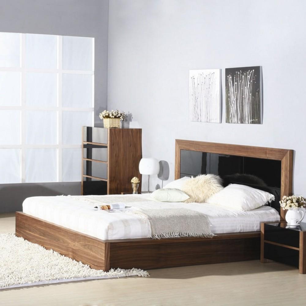 Кровать из ореха с черными вставками
