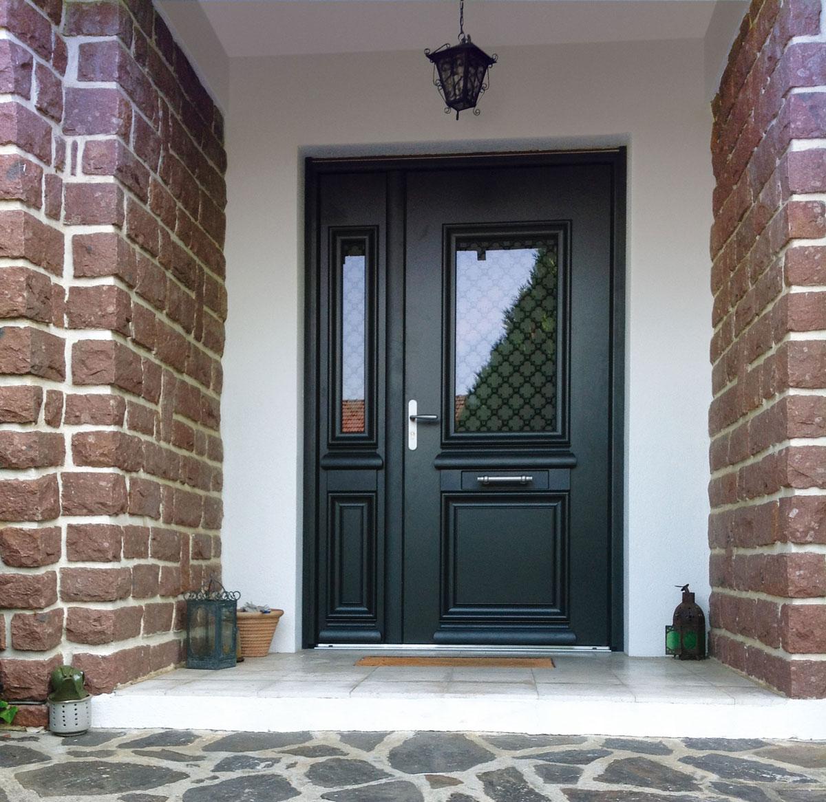 Входная черная дверь МДФ