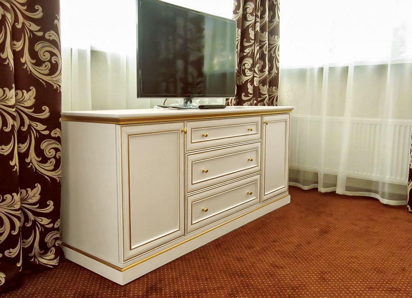 Комод в гостиную в классическом стиле